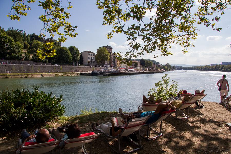 Un dimanche au bord de l'eau sur les rives de Saône
